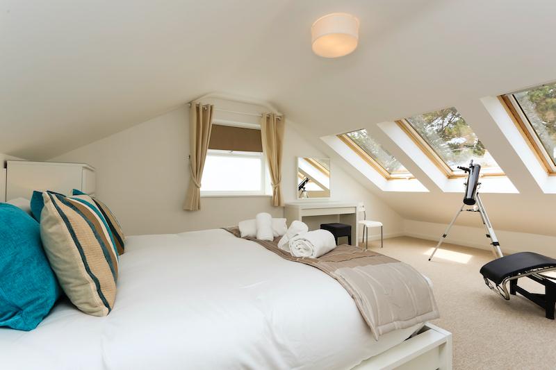 Bedroom 1 kingsize with sea view | Endless Summer Beach House Croyde | Luxury 4 Bed (Sleeps 10) | mail@holidaycroyde.com